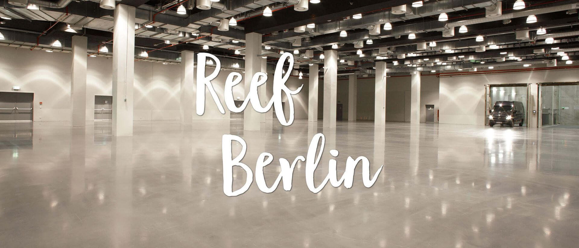 reef berlin large empty event area with heavy duty lift
