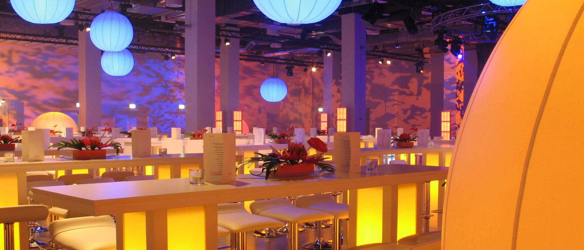 reef berlin dinner set up with seated bars